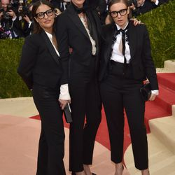 Jenni Konner, Jenna Lyons, and Lena Dunham wear Classic Jenna Lyons Hair™ to the Met Gala.
