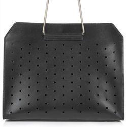 "Topshop leather boxy shopper, <a href=""http://us.topshop.com/en/tsus/product/bags-accessories-1702229/bags-wallets-70517/premium-leather-boxy-shopper-bag-3167202?bi=1&ps=200"">$180</a>"