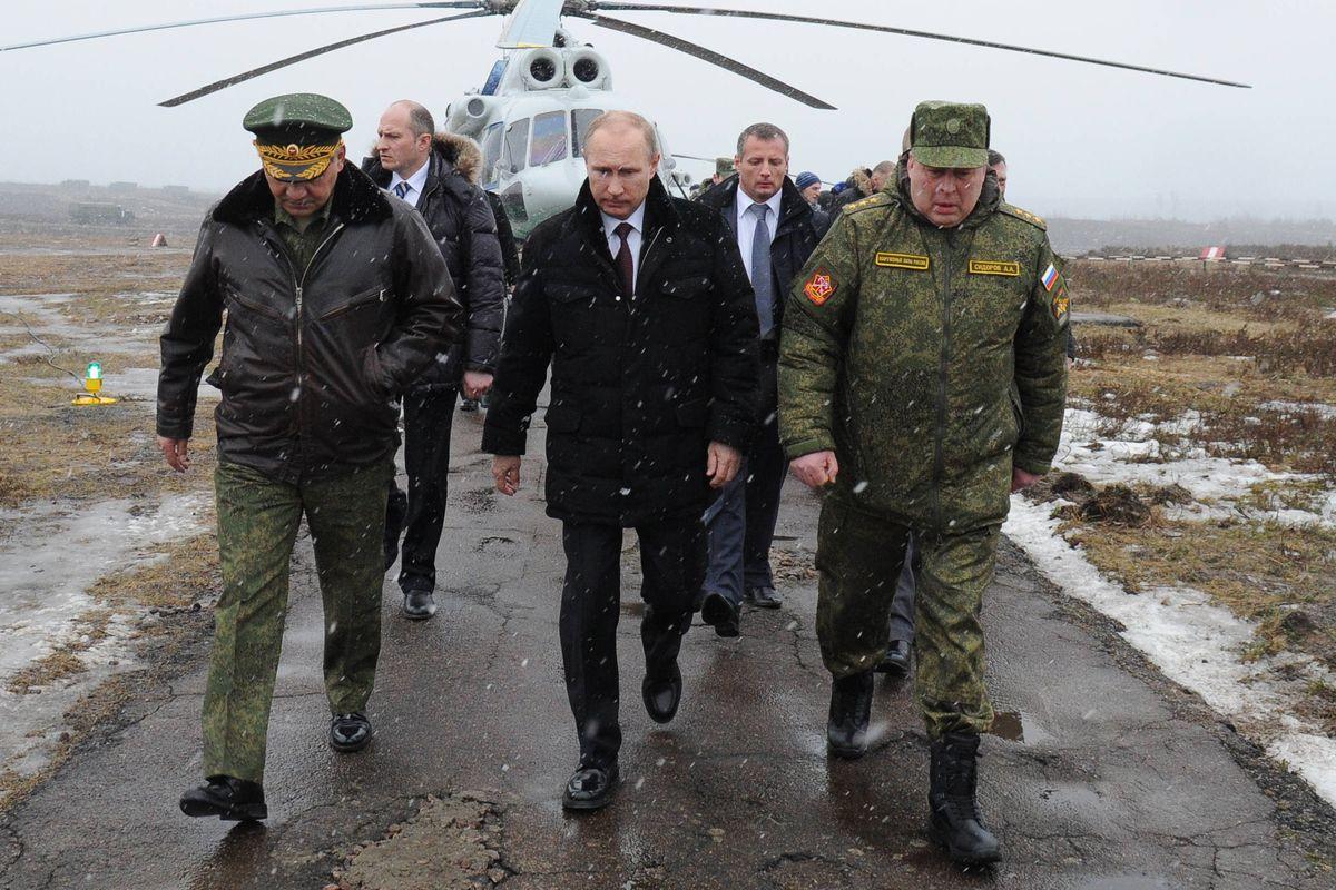 Russian President Vladimir Putin and Defence Minister Sergei Shoigu visit military exercises in Kirillovsky.