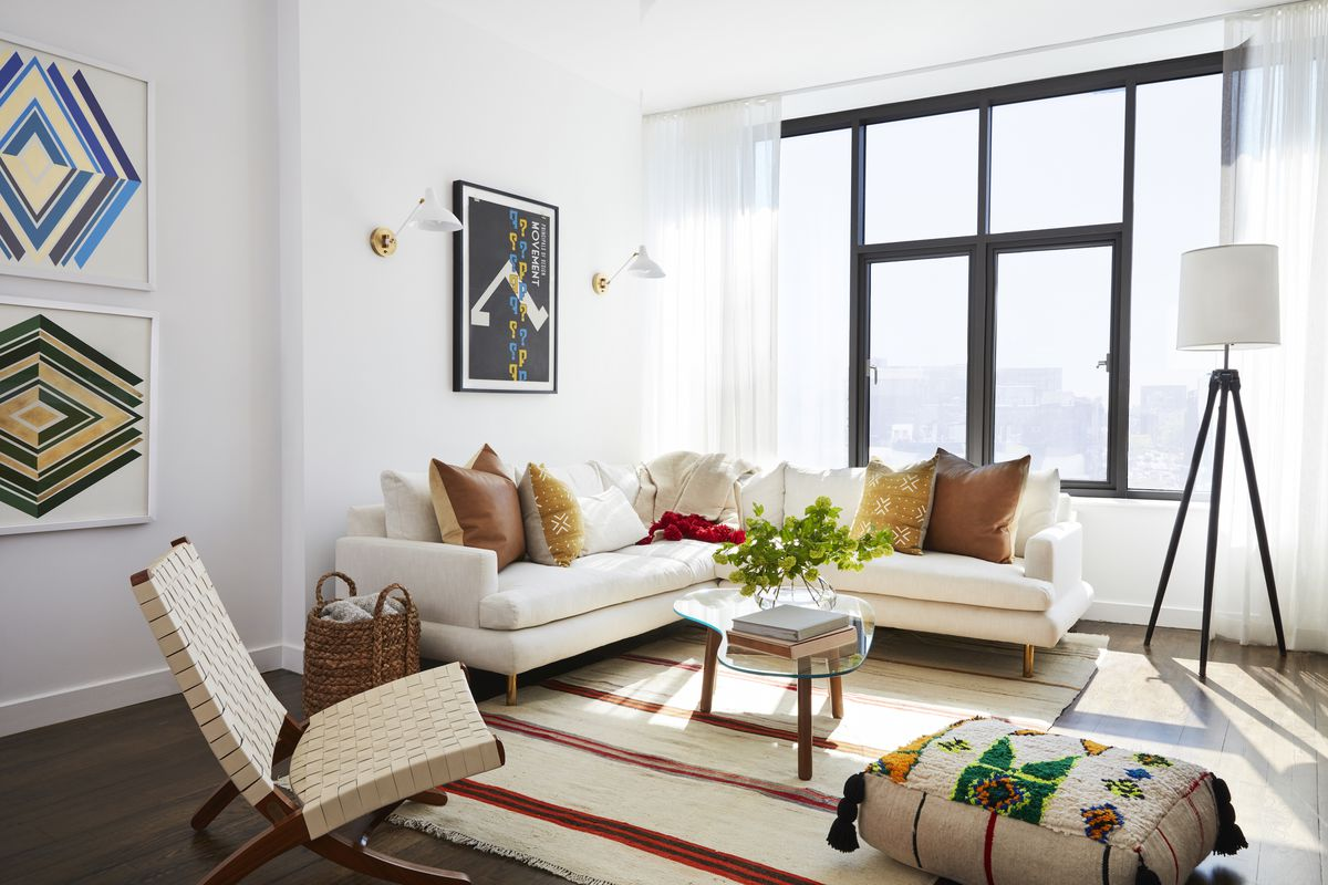 Inside mindy kaling 39 s newly furnished new york apartment for Apartment inside