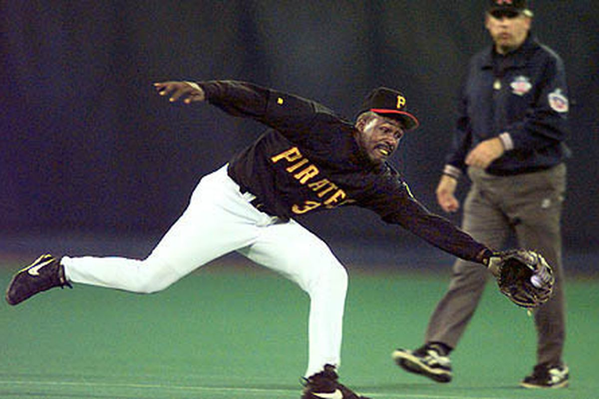 Shawon Dunston's bat charmed a big crowd at Three Rivers Stadium in his first game with the Pirates.