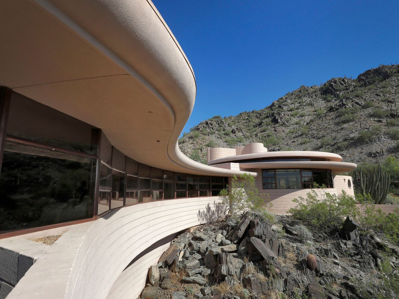 Frank Lloyd Wright?s Final Design, Auctioned Last Year for $1.7M, Now Asks $8M. Huh""