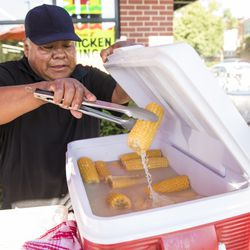 Felipe Vallarta, 58, an elotero, serves corn from his stand at the intersection of Clark and Rogers in Rogers Park, Sunday afternoon, June 24, 2018.   Ashlee Rezin/Sun-Times