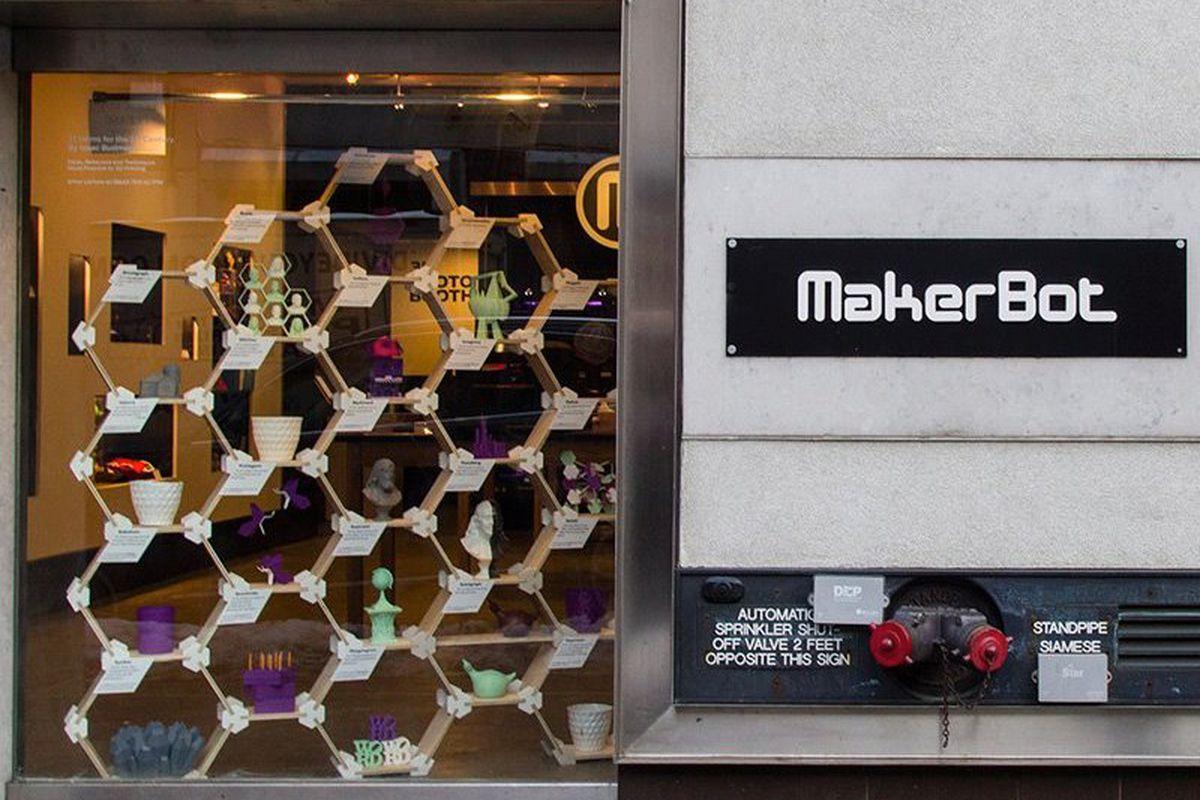 """<a href=""""https://www.facebook.com/makerbot/photos_stream"""">Makerbot</a>/Facebook"""