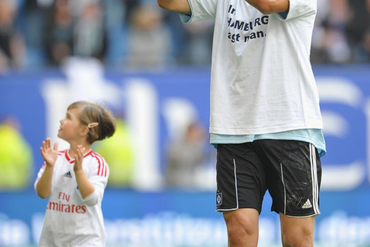 What kind of heartless fan wouldn't welcome this adorabale girl and her dad to Red Bull Arena?