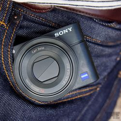 """<a href=""""http://www.theverge.com/2012/7/27/3187725/sony-rx100-review"""">Sony Cyber-shot RX100</a>"""