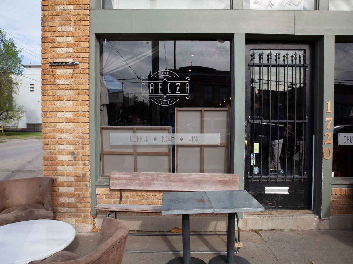 The patio outside the restaurant.