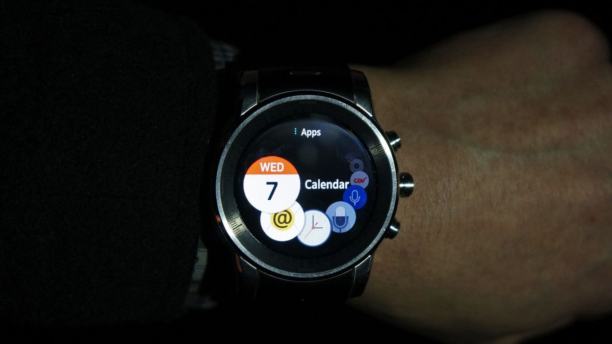 db2f05dda22 Wearing LG s webOS smartwatch made me happy - The Verge