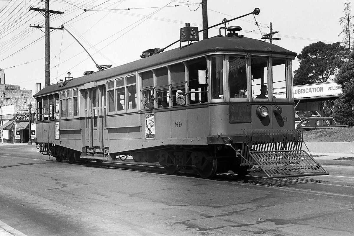 a los angeles streetcar in the 1930s