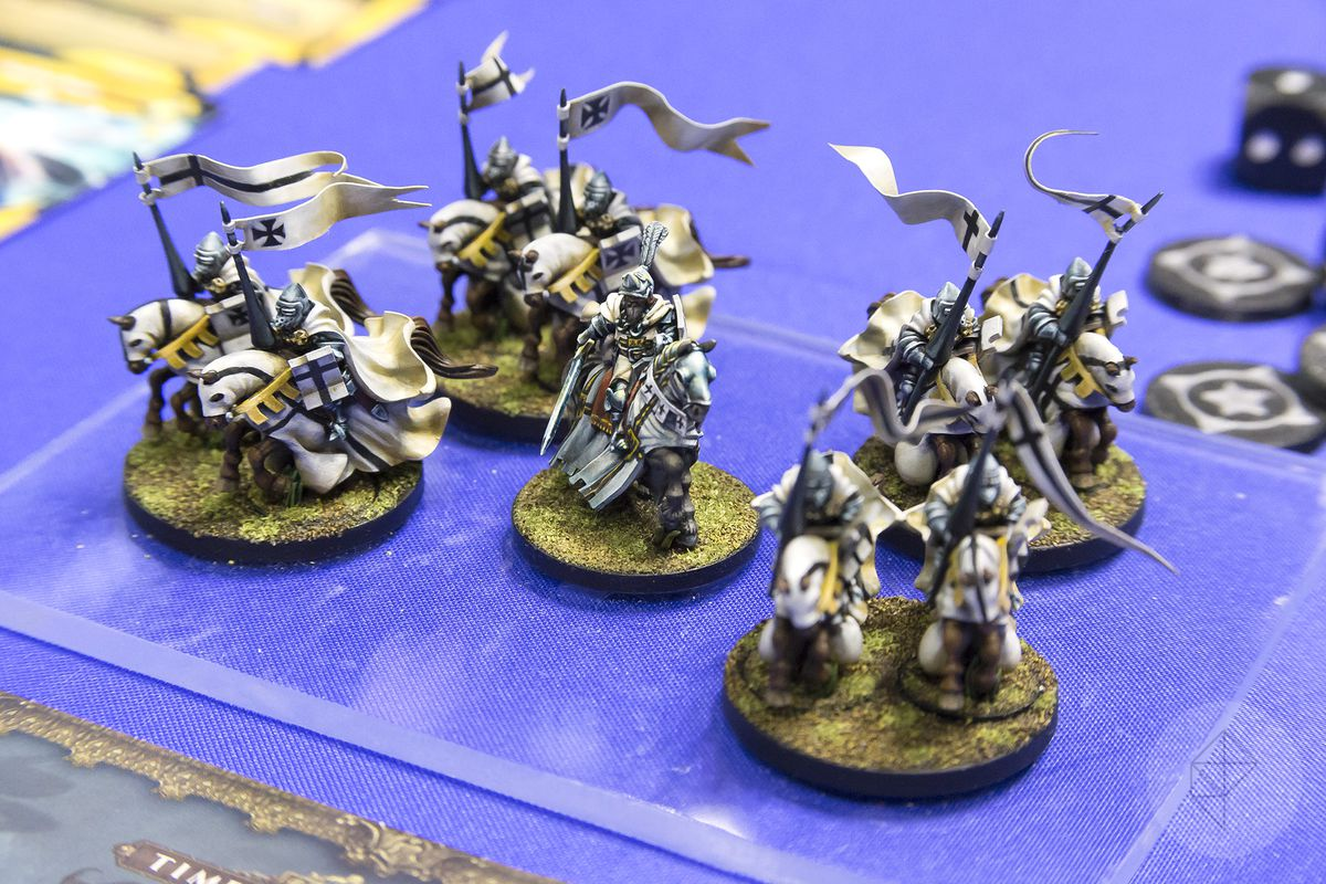 A fully-painted retinue of Teutonic knights, their banners waving in the breeze as they flutter on the tips of their lances. These minis are soon to be released (unpainted of course) for the Joan of Arc line.