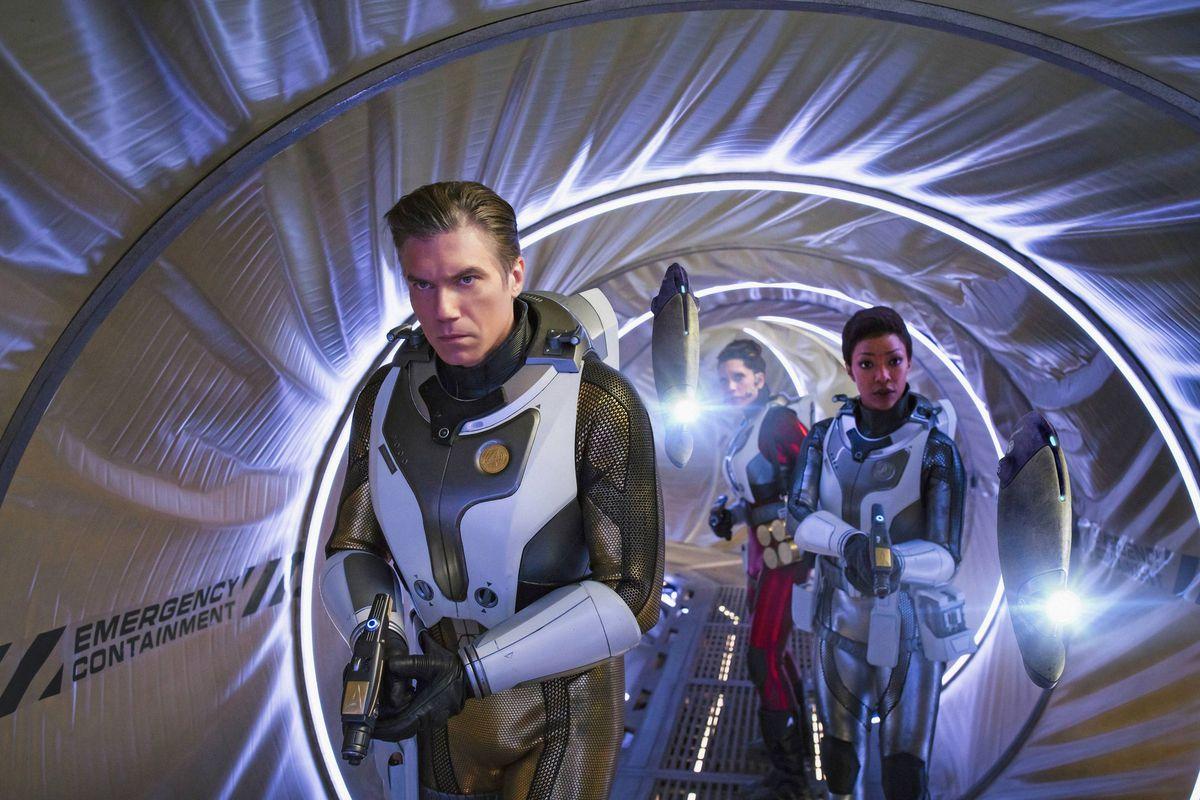 Pike (Anson Mount) and Michael Burnham (Sonequa Martin-Green) in Star Trek: Discovery.