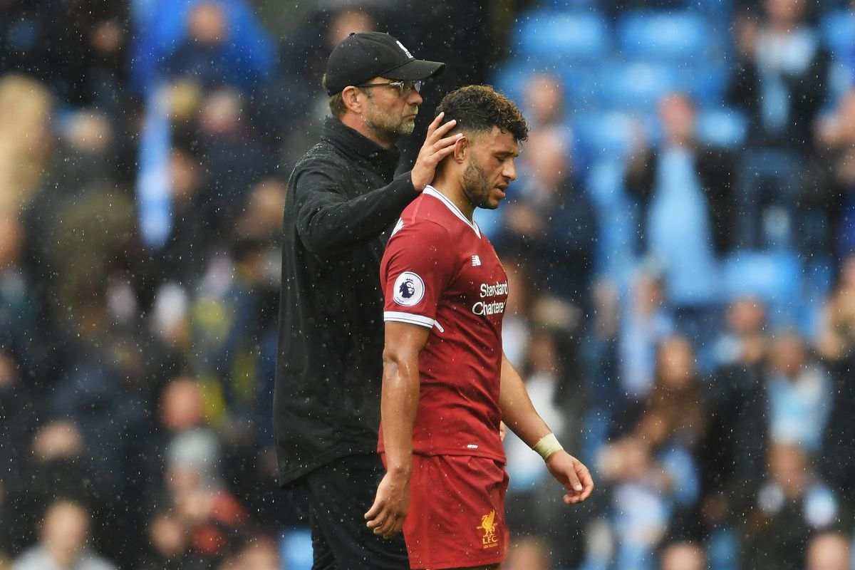 Jurgen Klopp welcomes Alex Oxlade-Chamberlain to Liverpool - with a hug!