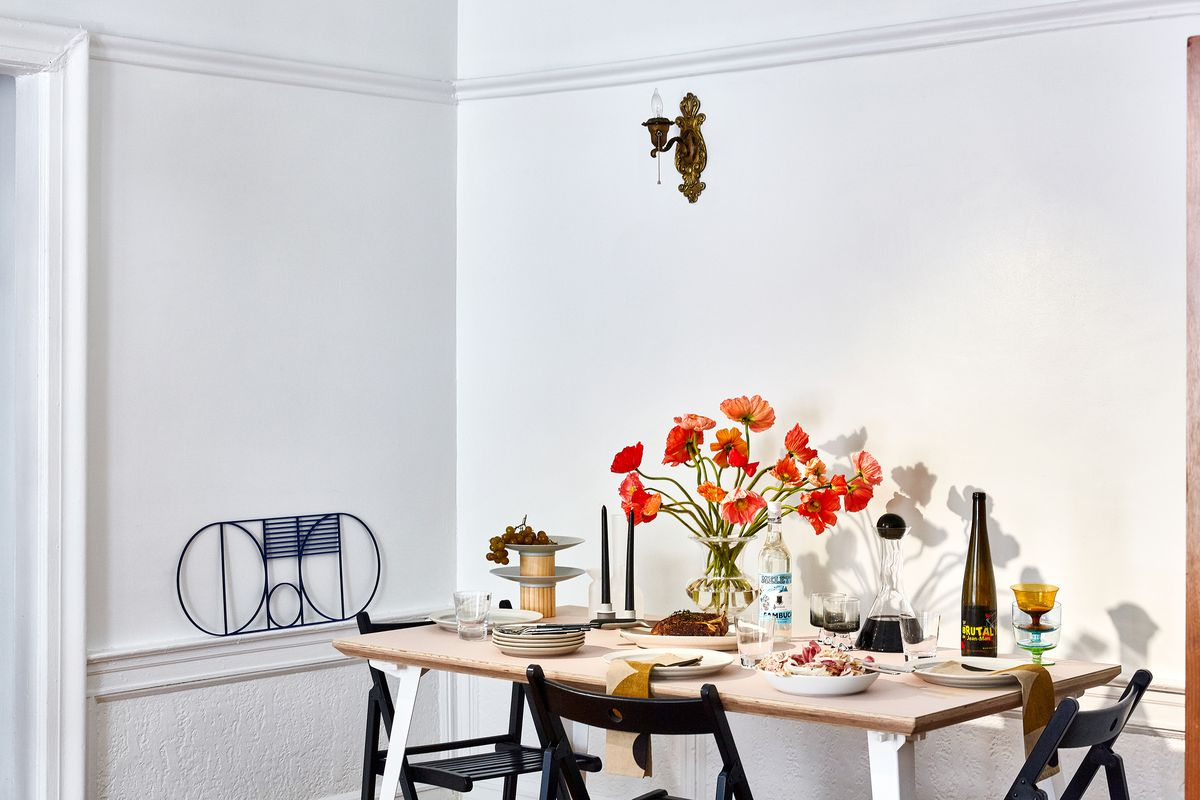 Mu G Left And Colorful Poppies On The Dining Table Punch Up What Is Otherwise A Subdued Color Palette