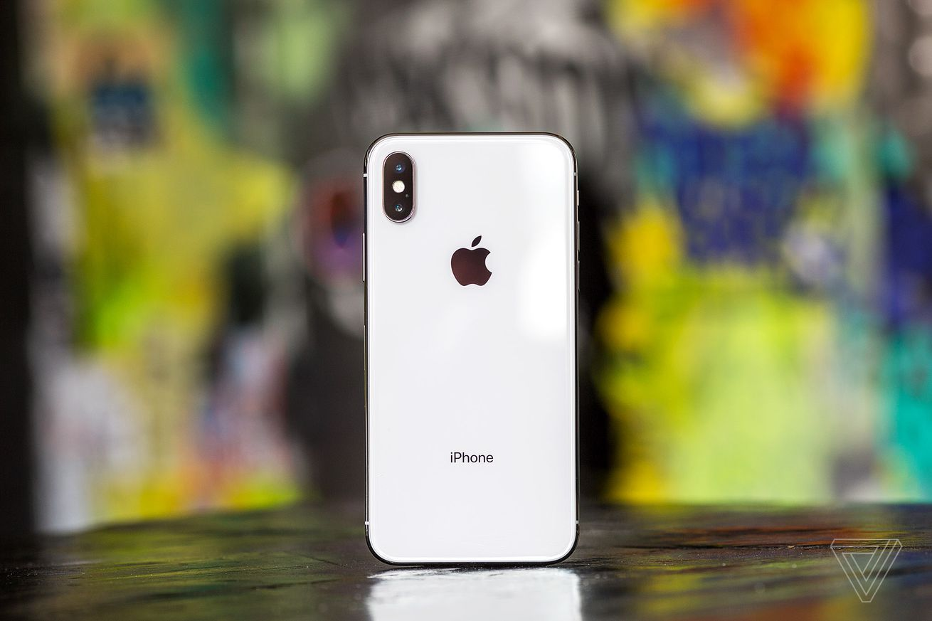 apple s iphone xs battery case actually works with the iphone x