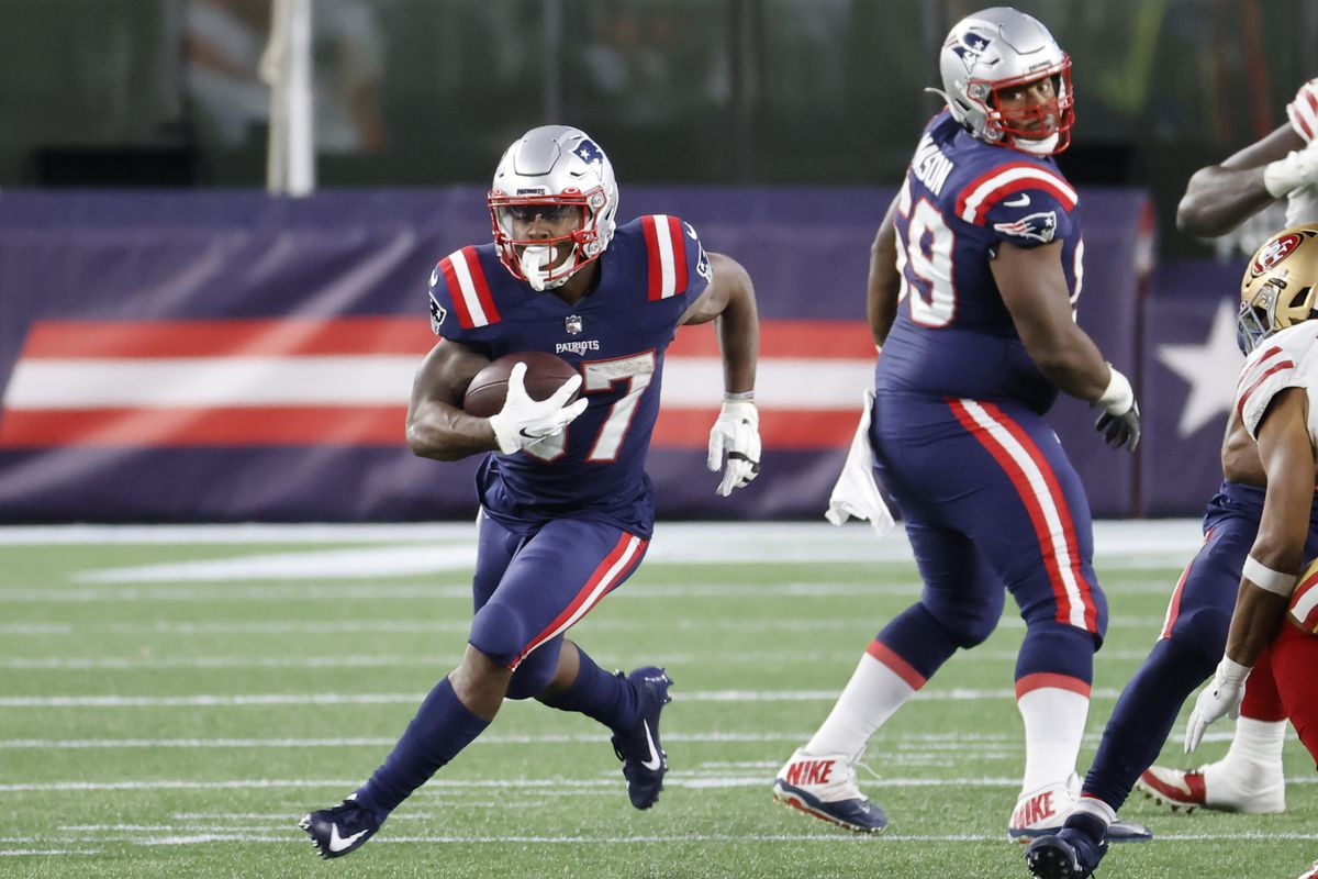 New England Patriots running back Damien Harris (37) breaks through the line during a game between the New England Patriots and the San Francisco 49ers on October 25, 2020, at Gillette Stadium in Foxborough, Massachusetts.