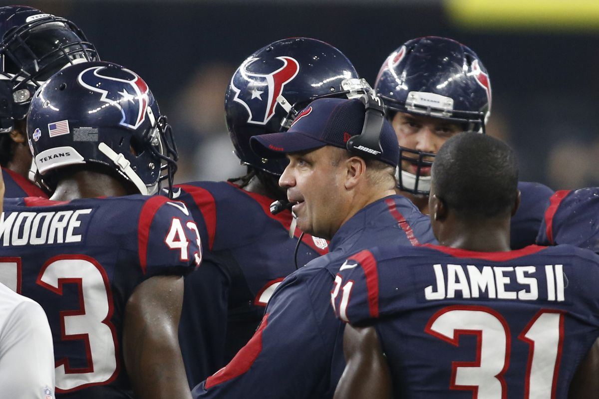 Bill O'Brien coaching on the sidelines during last year's preseason.
