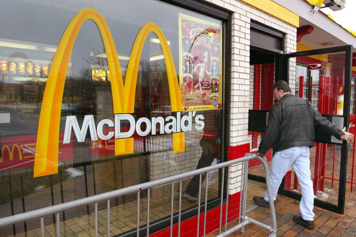 FILE PHOTO McDonalds Quarterly Earnings Drop