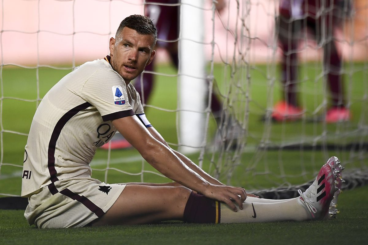 Edin Dzeko of AS Roma looks dejected during the Serie A...