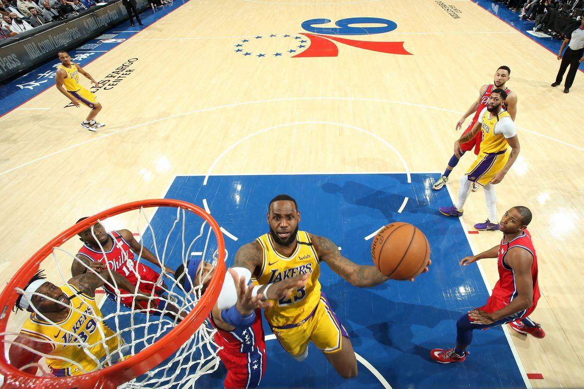 詹姆斯砍29分超Kobe!Simmons 28+10+8,76人擊退湖人送詹皇里程悲!(影)