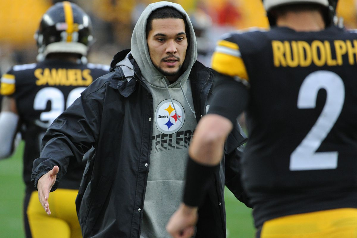 Pittsburgh Steelers running back James Conner greets quarterback Mason Rudolph before playing the Cleveland Browns at Heinz Field.