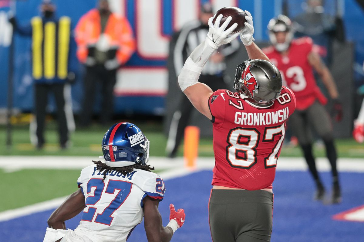 Tampa Bay Buccaneers tight end Rob Gronkowski (87) catches a touchdown pass in front of New York Giants cornerback Isaac Yiadom (27) during the second half at MetLife Stadium.
