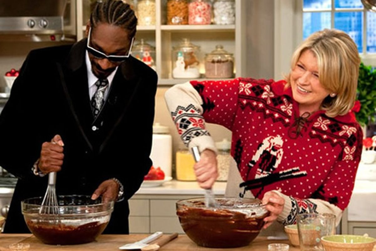 """Martha Stewart and Snoop Dog <a href=""""http://www.eatmedaily.com/2009/12/martha-stewart-and-snoop-dogg-bake-brownies-rap-together/"""">baking brownies</a>"""