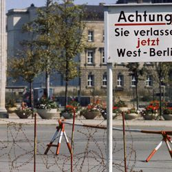 A sign at the base of the Brandenburg Gate from West Berlin on August 13, 1961.