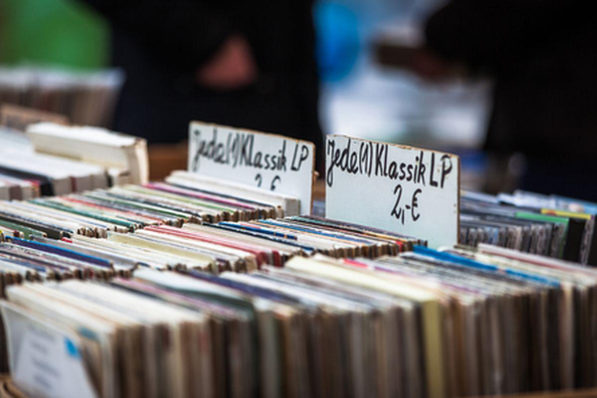 """Image via <a href=""""http://www.shutterstock.com/pic-139166327/stock-photo-lp-records-in-a-box-on-a-flea-market.html?src=XkgSgTUmDLtXV-YF1e8SNA-2-15"""">Shutterstock</a>"""