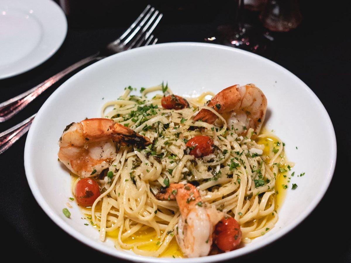 A bowl of shrimp scampi