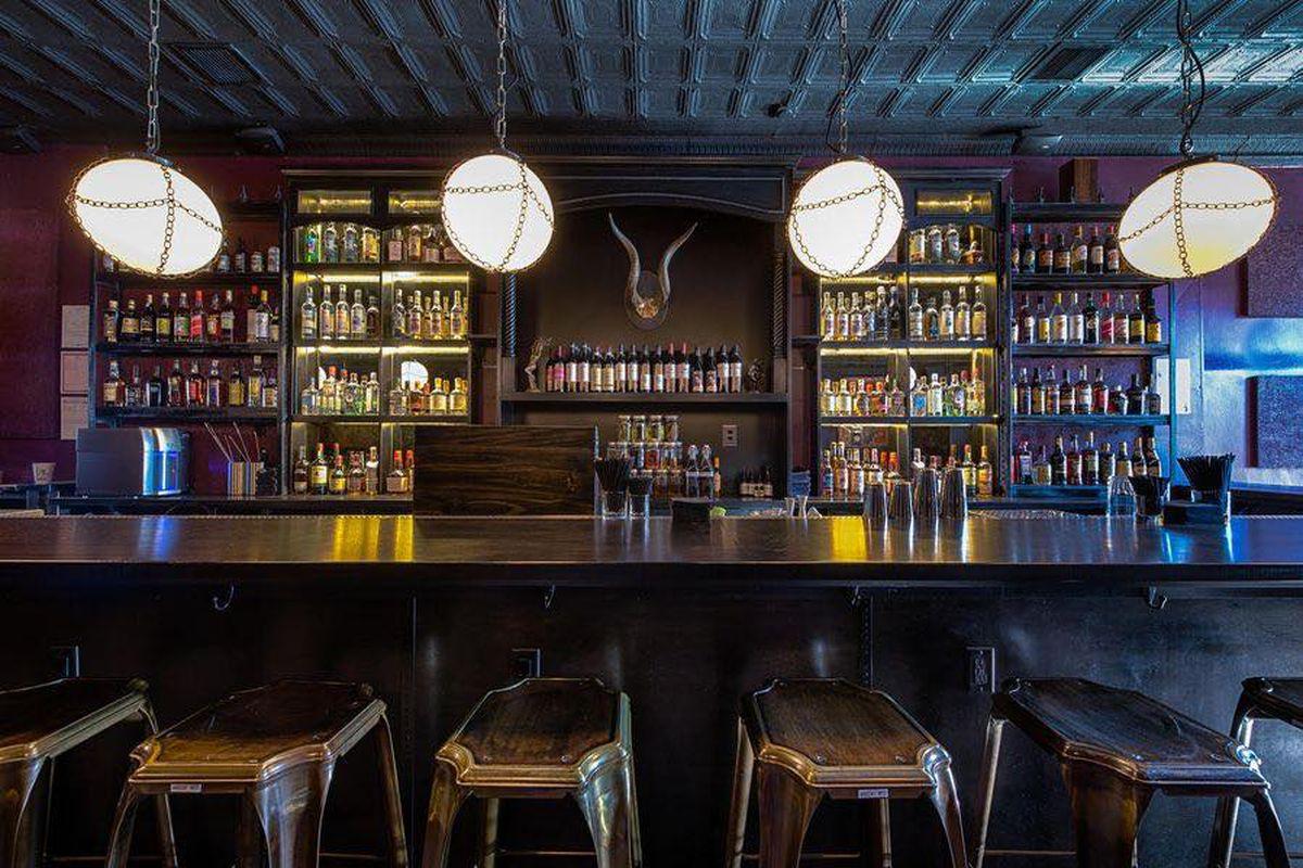 Hank's Cocktail Bar DC bar