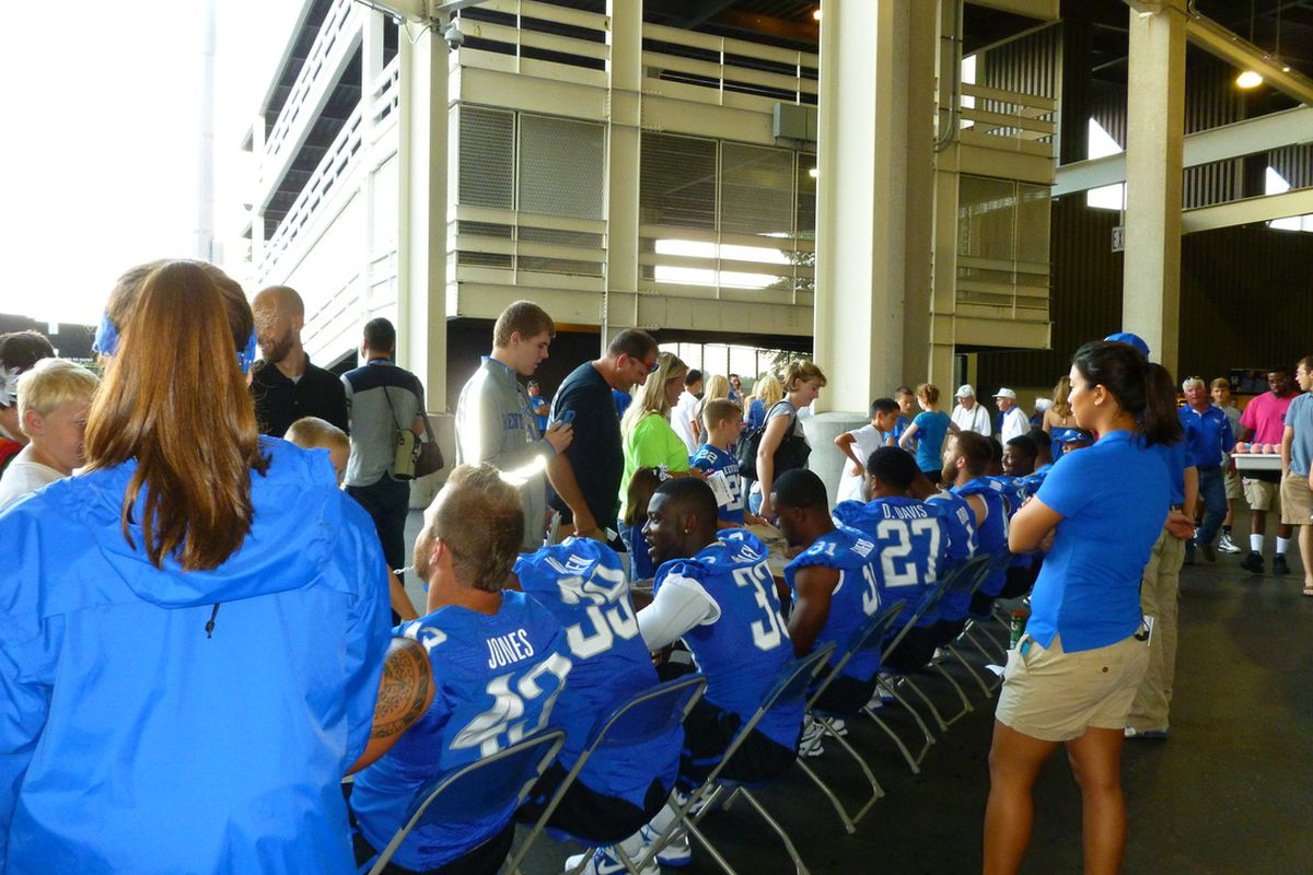 Kentucky Wildcats Football : Fan Day Merges With Fall Camp ...