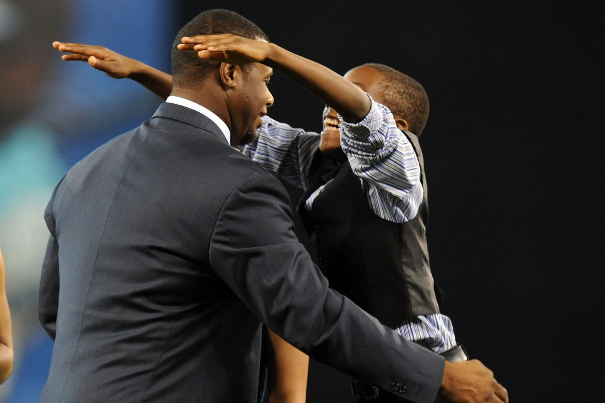 Trey Griffey surprised his dad when he videotaped a tribute for him during Ken Griffey Jr.'s Seattle Hall of Fame induction