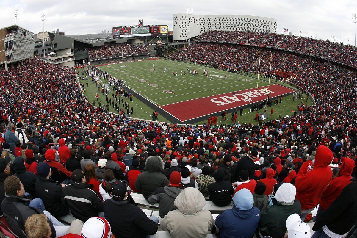 NCAA FOOTBALL: NOV 27 Illinois at Cincinnati