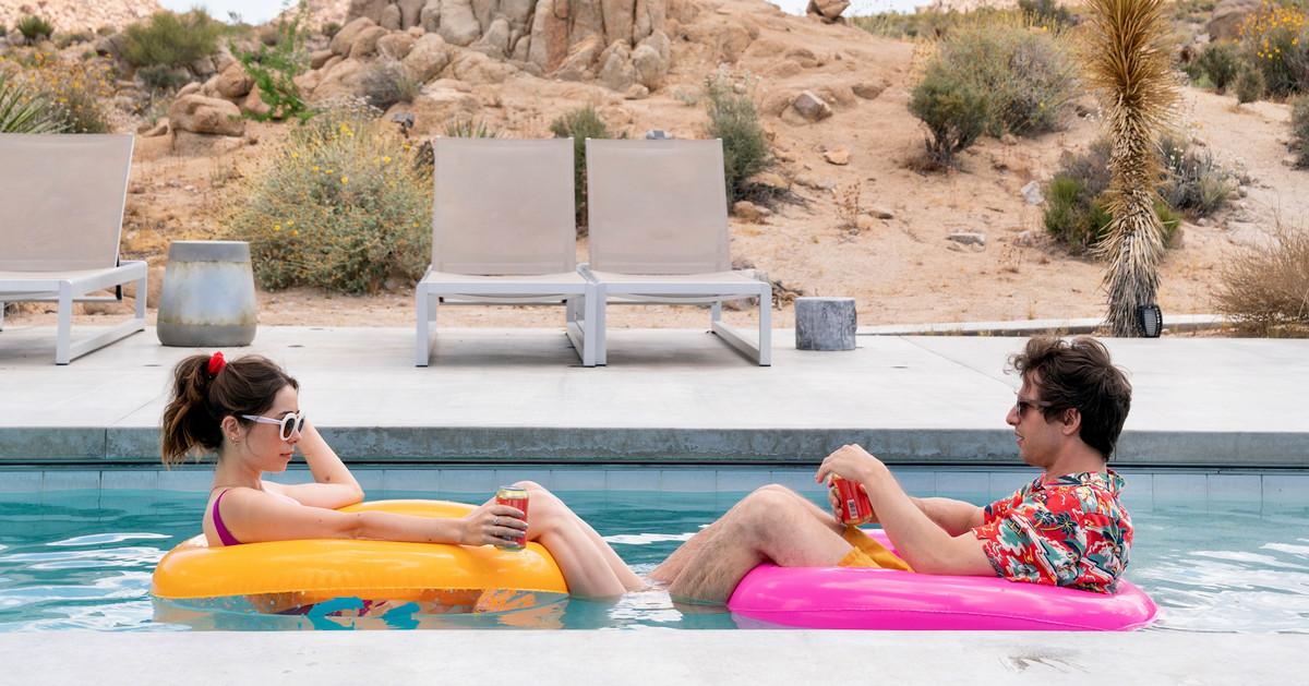 Phát trực tuyến trong tuần này: Câu lạc bộ người giữ trẻ và Người bảo vệ cũ trên Netflix, Palm Springs trên Hulu