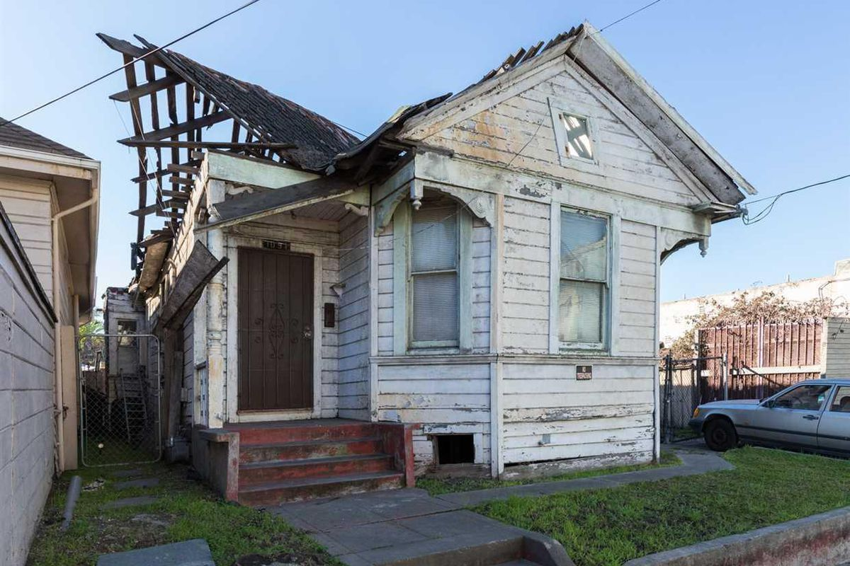 Collapsing Unlivable Oakland Home Asks 399 000 Curbed Sf