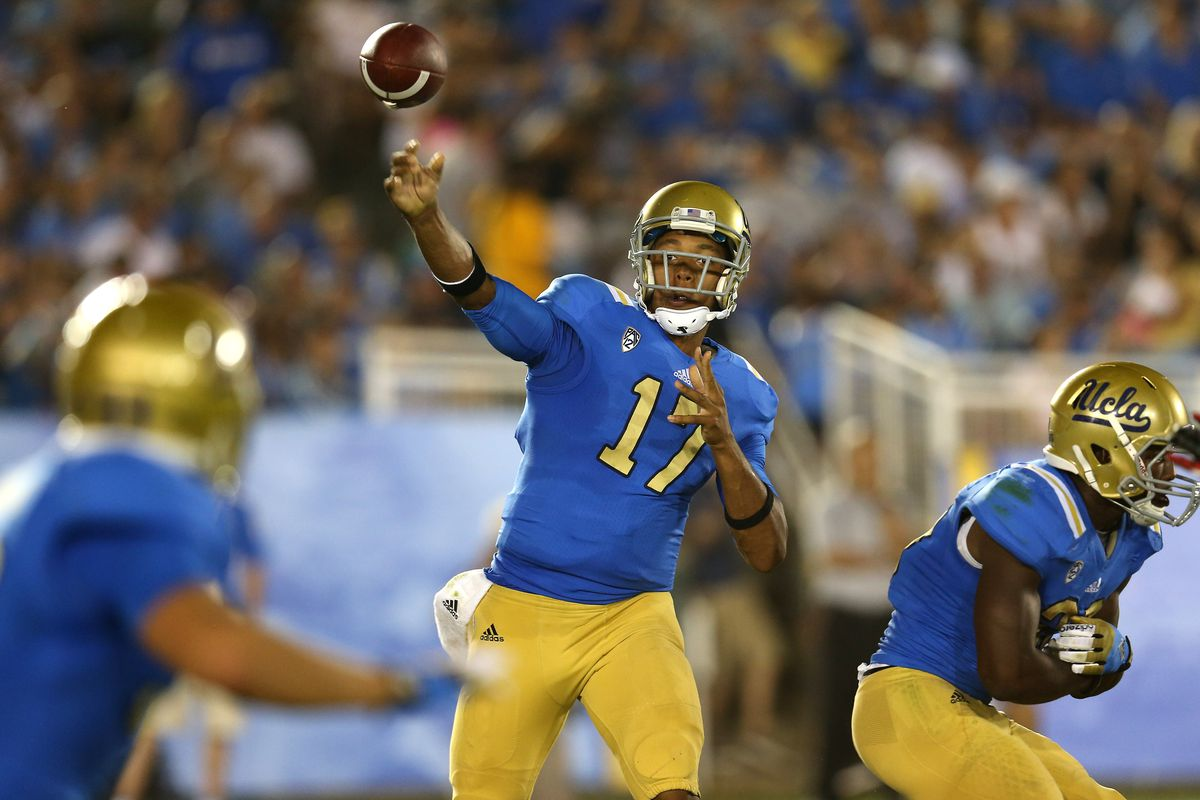 PASADENA, CA - SEPTEMBER 15:  Quarterback Brett Hundley #17 of the UCLA Bruins throws a pass against the Houston Cougars at the Rose Bowl on September 15, 2012 in Pasadena, California.  (Photo by Stephen Dunn/Getty Images)