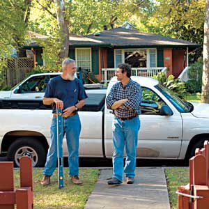 <p>Austin, Texas, general contractor Bill Moore and <em>TOH</em> master carpenter Norm Abram take a break from filming to talk shop in front of the house.</p>