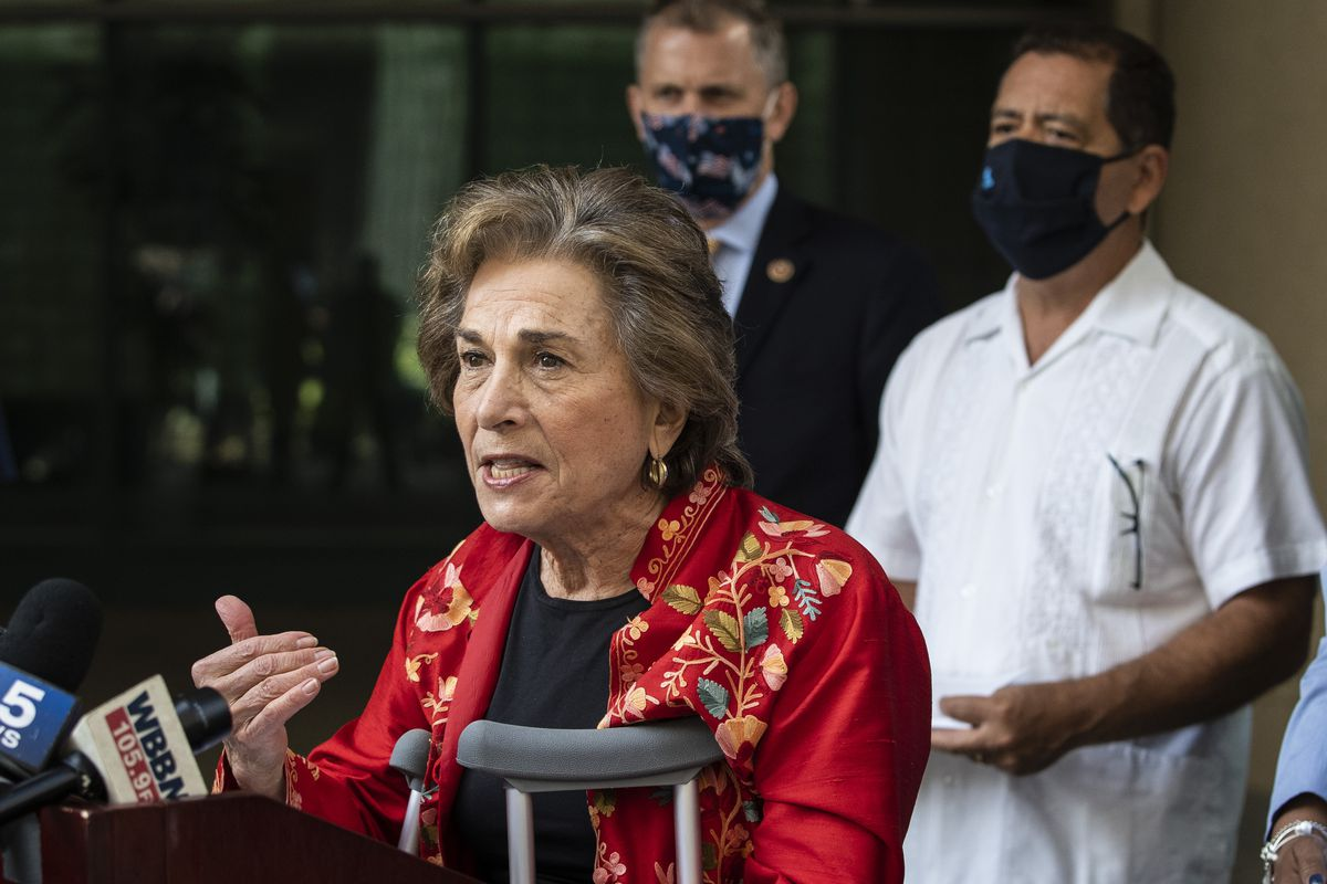 """Flanked by other members of the Illinois congressional delegation, U.S. Rep. Jan Schakowsky (D-Ill.) speaks during a press conference outside Postal Service's Chicago headquarters in August 2020. She was joined then by (from left) U.S. Reps. Sean Casten (D-Ill.) and Jesús """"Chuy"""" García (D-Ill.)."""
