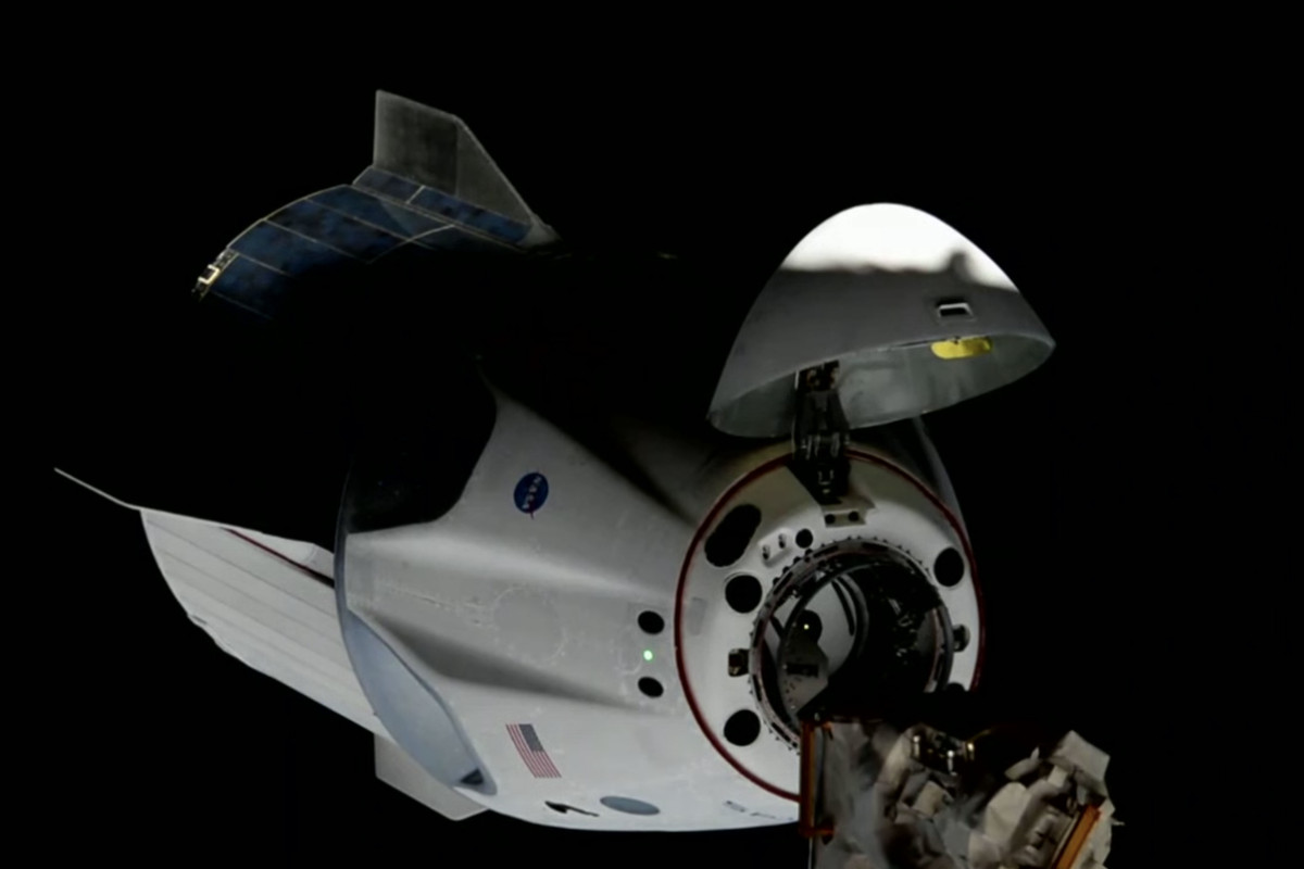 SpaceX's Crew Dragon docks successfully with ISS - The Verge