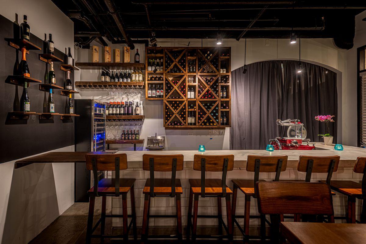 Enoteca 5 bar in Pacific Palisades