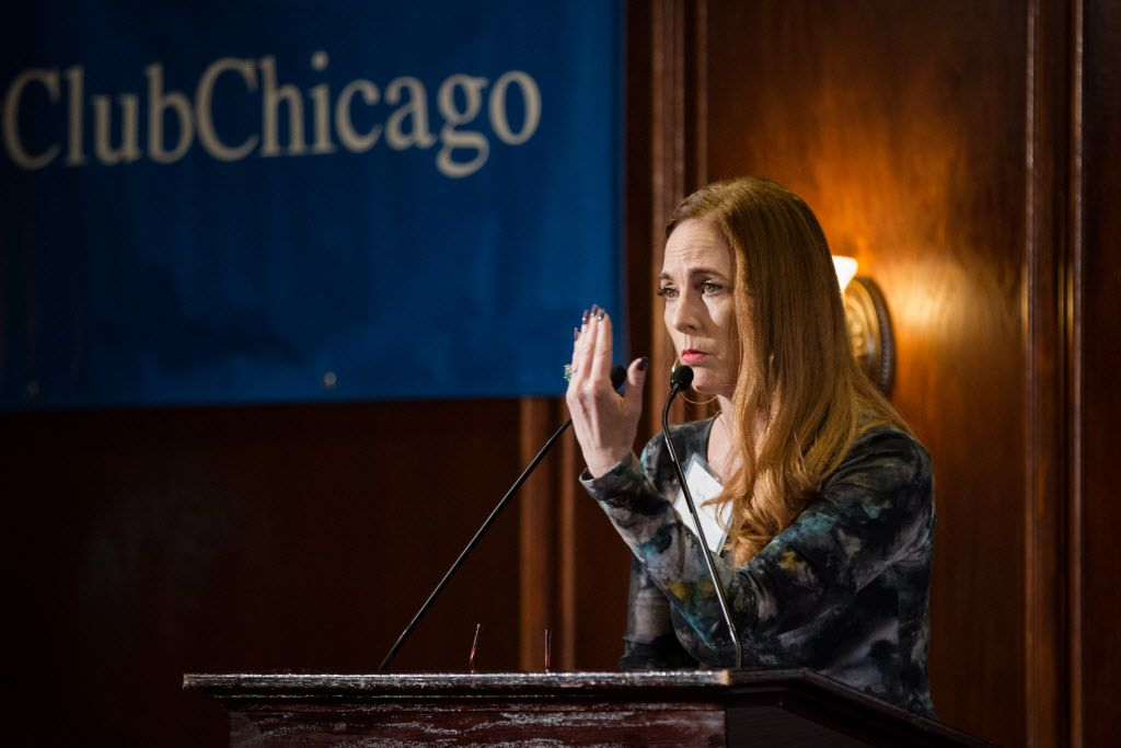 Liz Nicholson, wife of former NFL offensive lineman Gerry Sullivan, speaks at the City Club of Chicago on Monday. | Santiago Covarrubias/Sun-Times