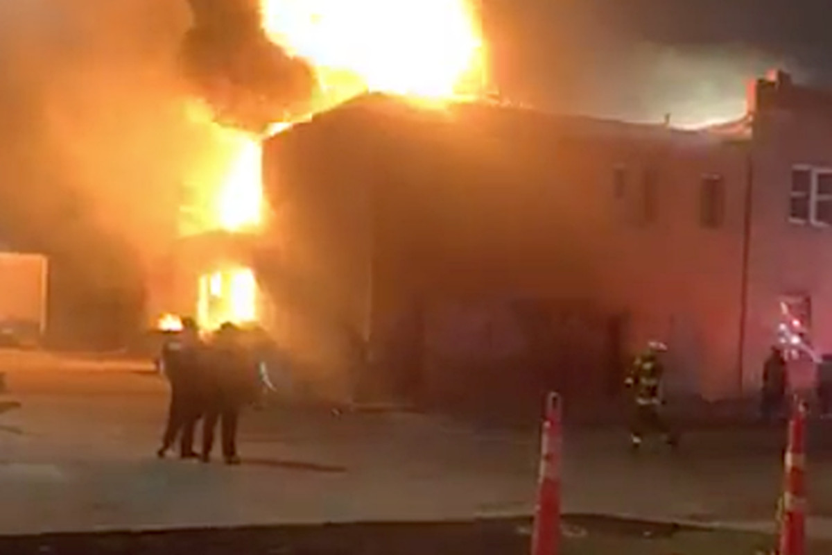 Bellwood fire: 1 firefighter hurt, building 'a total loss'