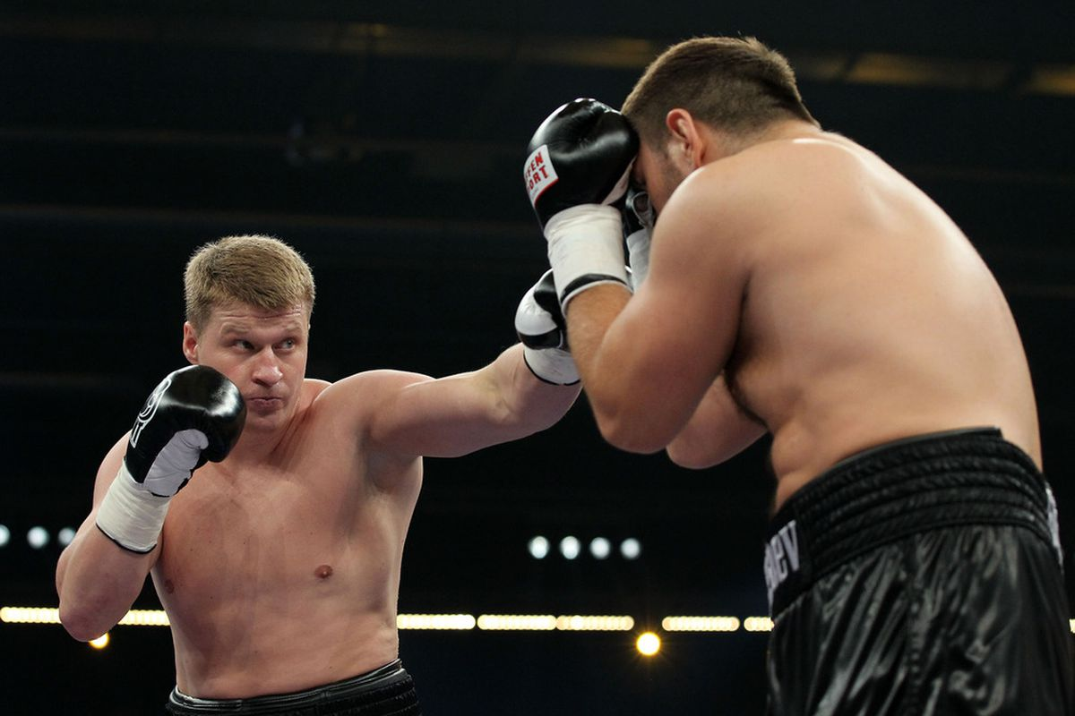 Alexander Povetkin picked up his first major title today by defeating Ruslan Chagaev. (Photo by Boris Streubel/Bongarts/Getty Images)
