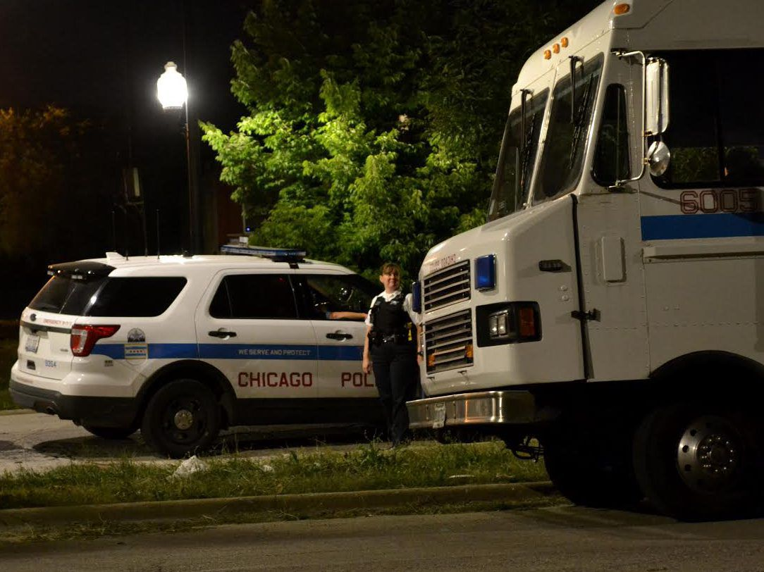 Police investigate a shooting at 9:53 p.m. Wednesday, July 25, 2018 in the 2900 block of West Monroe Avenue. | Justin Jackson/ Sun-Times