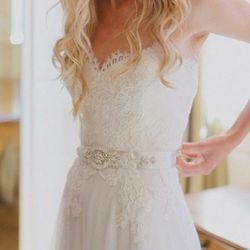 """A pretty belt or sash can be the perfect finishing touch to your dress. Photo <a href=""""http://jeuneetconne.com/"""">via</a>."""