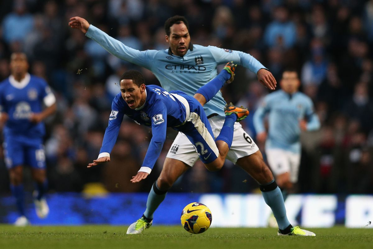 I don't know what Lescott is doing here. But it's weird.