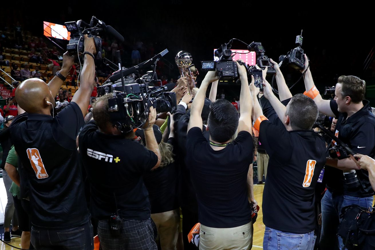 Open Thread: Spurs are hiring a full-time photographer