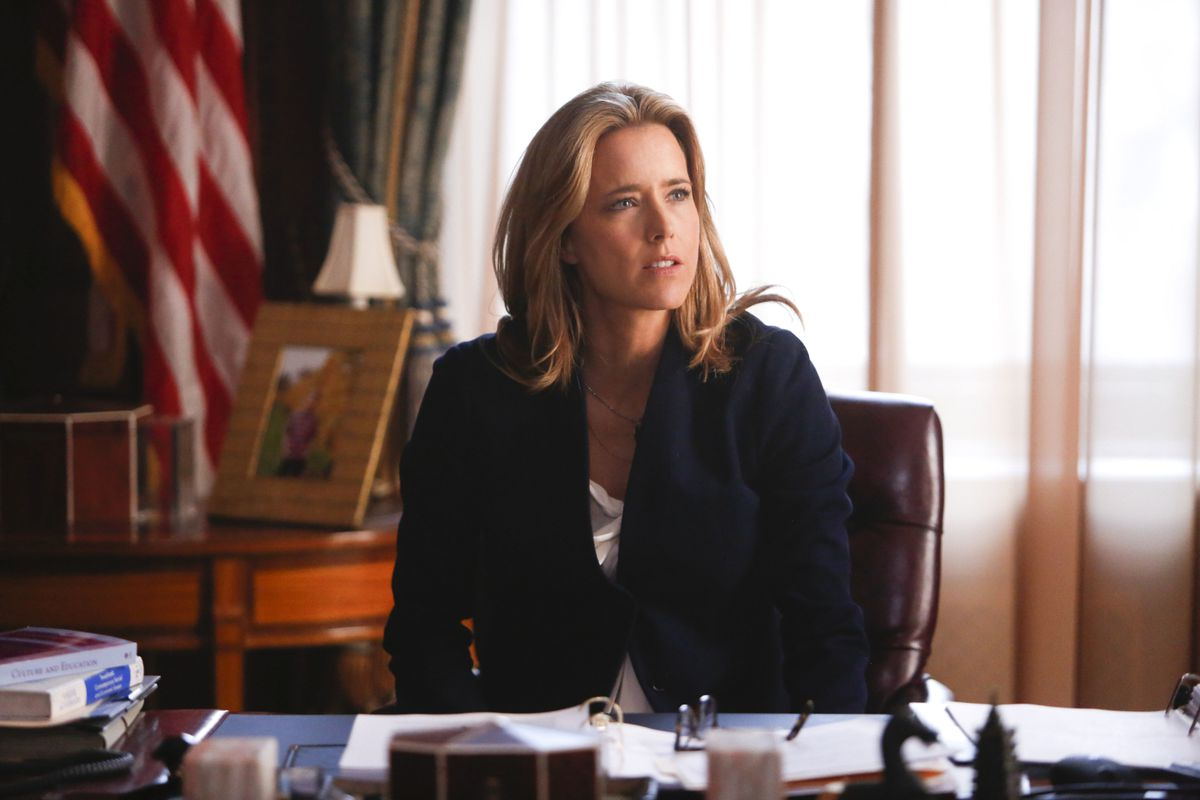 Téa Leoni plays the new Secretary of State, Elizabeth McCord, in Madam Secretary. She's the best thing about a show that's flailing already.