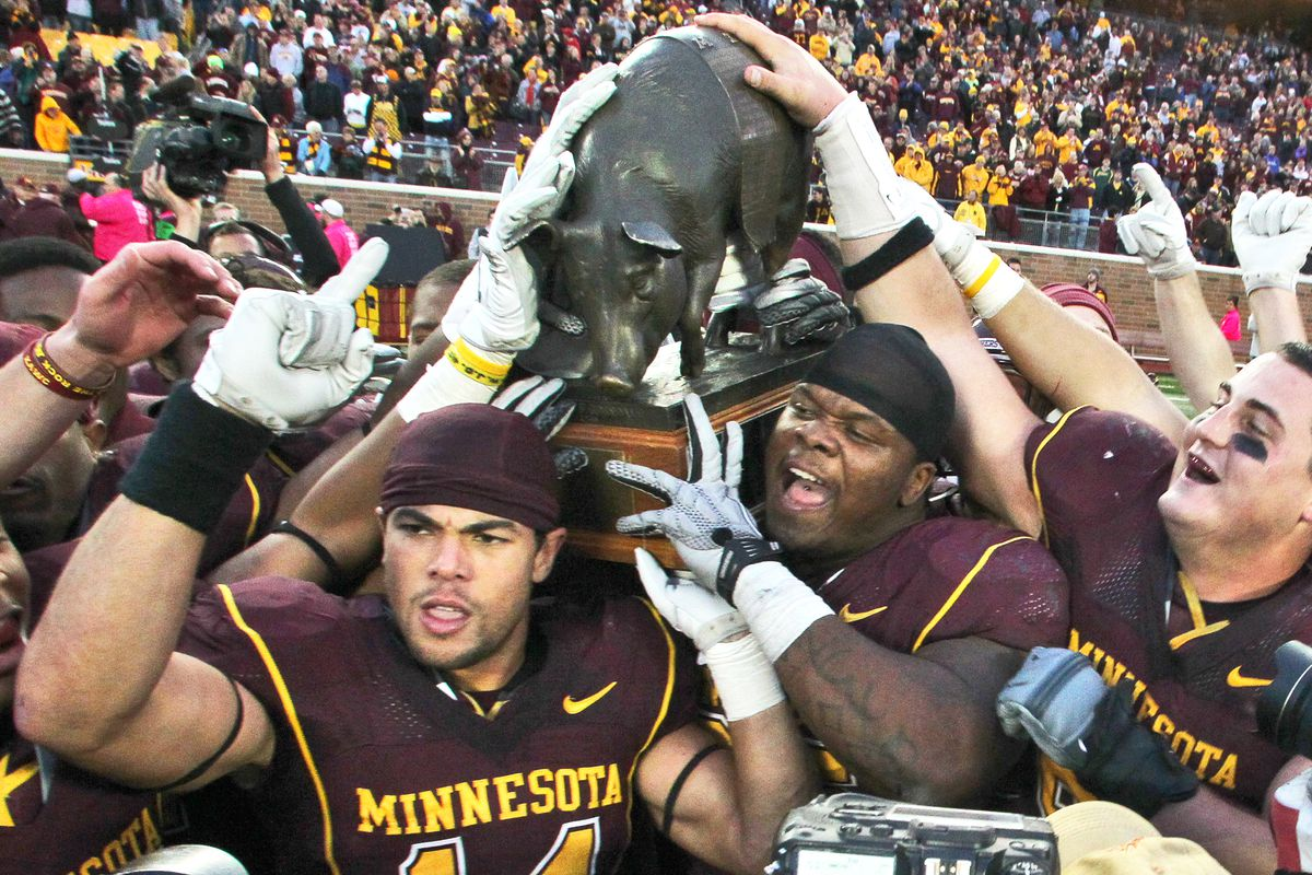 Minnesota Gophers vs. Iowa Hawkeyes football. Minnesota won 22-21. Players celebrated the victory by carrying game trophy Floyd of Rosedale off the field at the end of the game. ](MARLIN LEVISON/STARTRIBUNE(mlevison@startribune.com (cq, all names progra