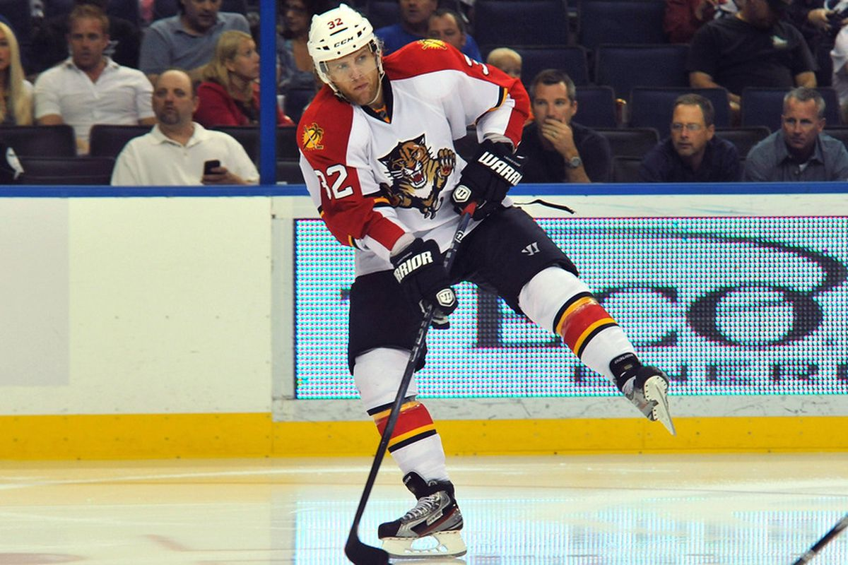 TAMPA, FL - OCTOBER 17: Right wing Kris Versteeg #32 of the Florida Panthers passes off balance against the Tampa Bay Lightning October 17, 2011 at St. Pete Times Forum in Tampa, Florida. (Photo by Al Messerschmidt/Getty Images)